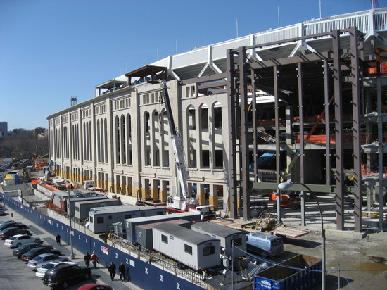 new_yankee_stadium_construction2_04_02_08.jpg