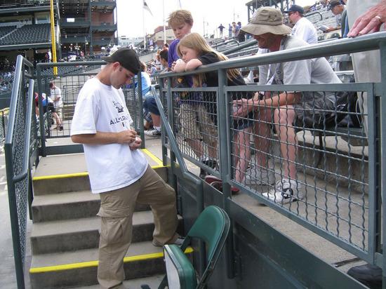 zack_signing_autographs.jpg