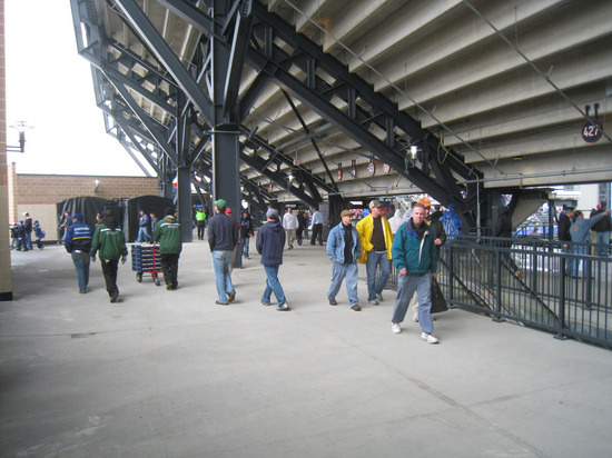 131_upper_deck_concourse.jpg