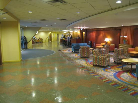 15_hotel_lobby_left.jpg