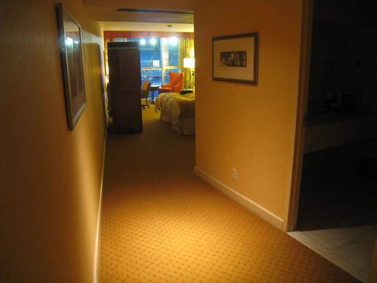 18_hotel_room.jpg