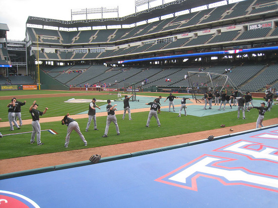 6_white_sox_stretching.jpg