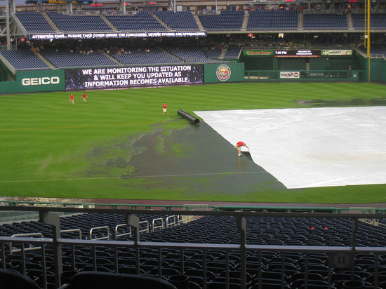 14_inept_grounds_crew.jpg