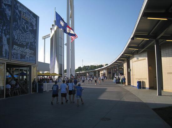 22_kauffman_stadium_outfield_concourse.jpg