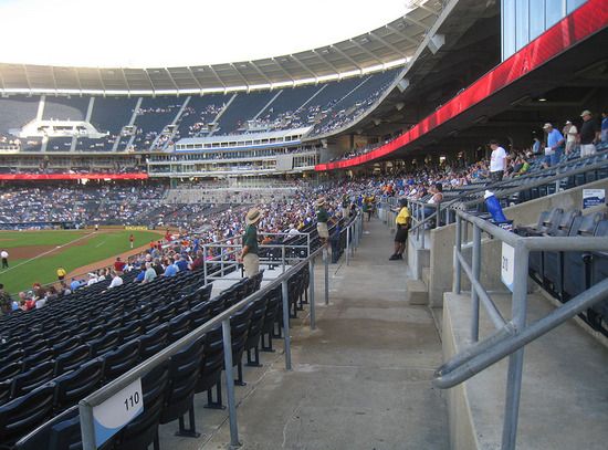 26_kauffman_stadium_cross_aisle.jpg