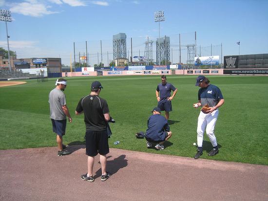 20_pitchers_standing_around.jpg