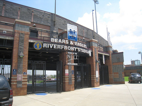 2_bears_stadium_entrance.jpg