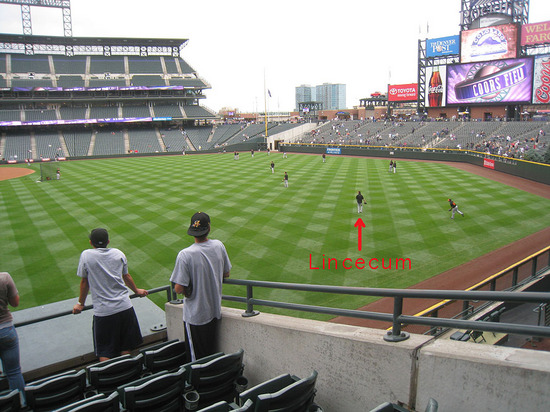 10_tim_lincecum_in_right_field.jpg