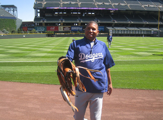 20_ronald_belisario_big_glove.jpg