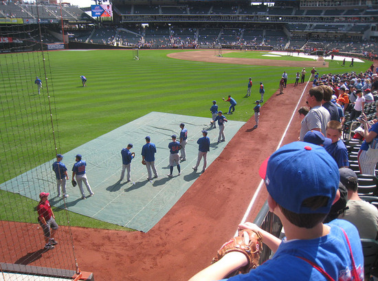 13_ross_eyeing_cubs_pitchers.jpg