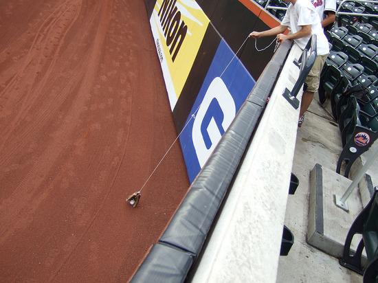 16_zack_glove_trick_09_08_09.jpg