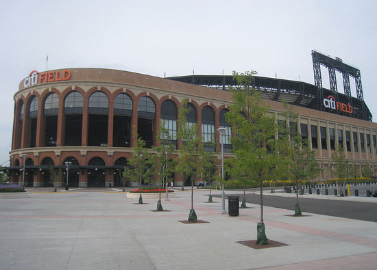 1_outside_citi_field_09_08_09.jpg
