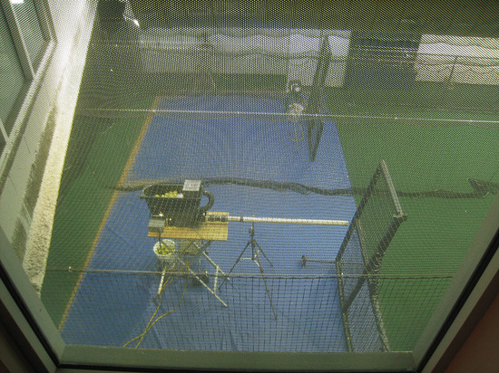 36_tennis_ball_pitching_machine.jpg
