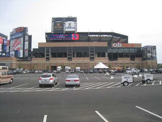 4_outside_citi_field_09_08_09.jpg