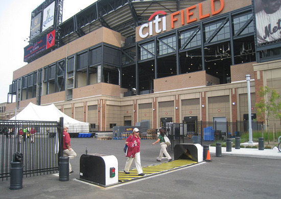 5_outside_citi_field_09_08_09.jpg