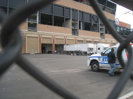 6_outside_citi_field_09_08_09.jpg