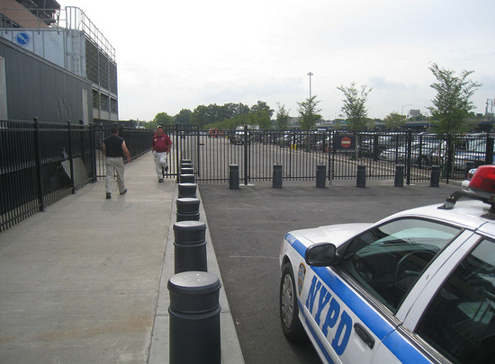 7_outside_citi_field_09_08_09.jpg
