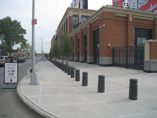 8_outside_citi_field_09_08_09.jpg