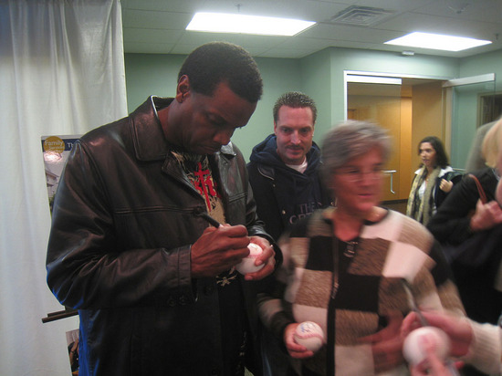 2_dwight_gooden_signing.jpg