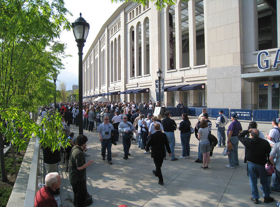 15_crowd_outside_gates_04_15_10.jpg