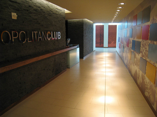 20_metropolitan_club_entrance.JPG