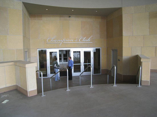 5_champions_club_exterior.JPG