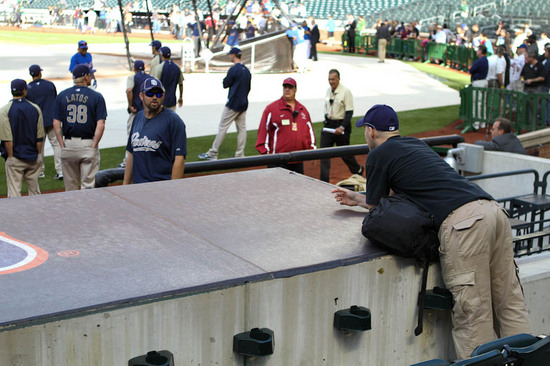 12_zack_talking_to_heath_bell_06_08_10.jpg