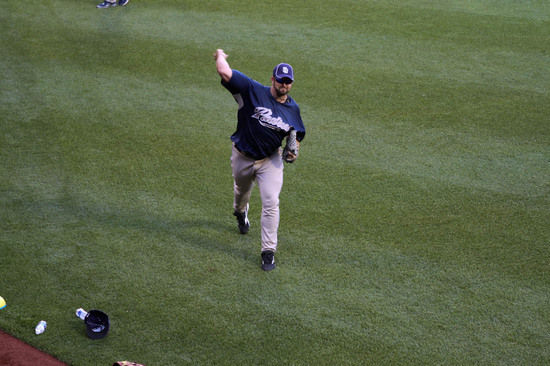 13_heath_bell_throwing_06_08_10.jpg
