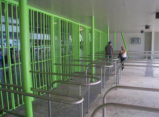 14_hiram_bithorn_stadium_gates.JPG