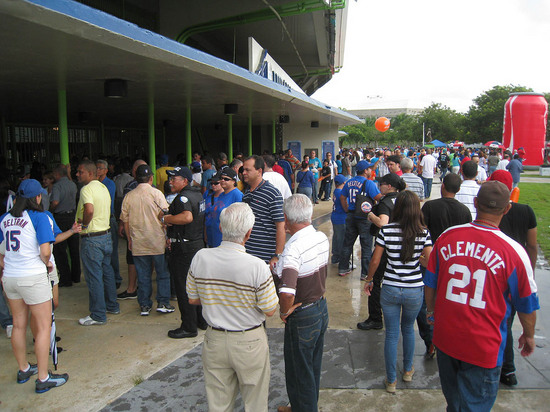 17_crowded_outside_hiram_bithorn_stadium.JPG