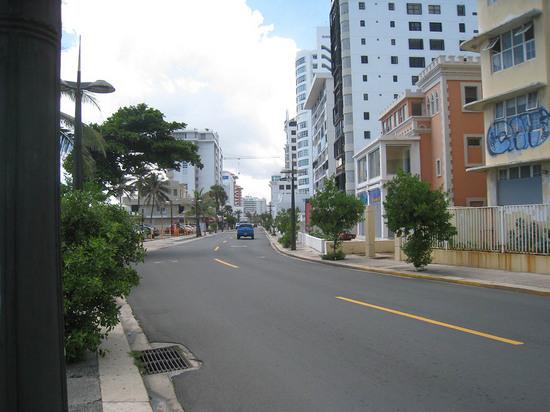 4_walking_to_the_beach.JPG