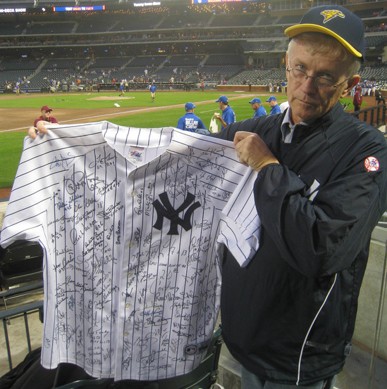 9_signed_yankees_jersey.JPG