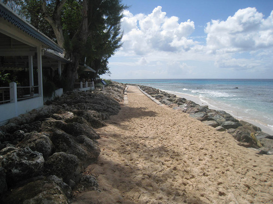315_walkway_in_front_of_tides.JPG