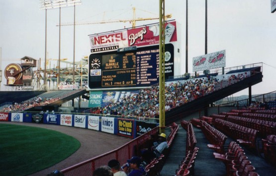 8_county_stadium_right_field_corner