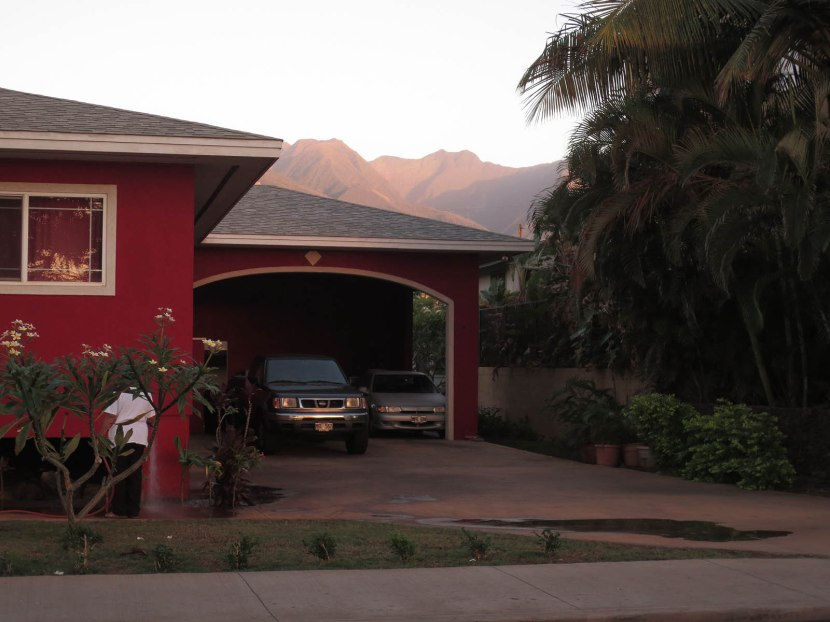118_house_garage_mountains