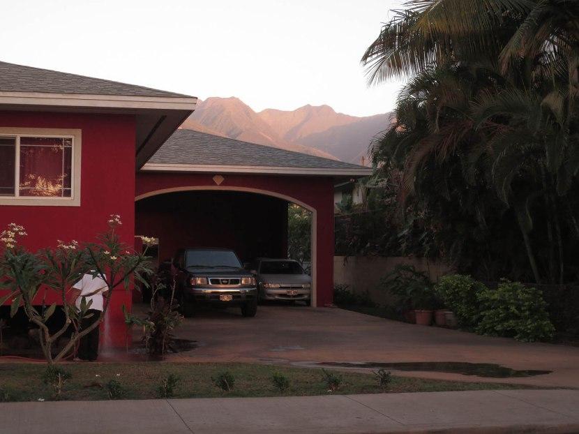118_house_garage_mountains