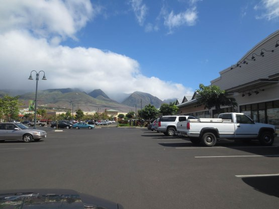237_maui_hawaii_mall_and_mountains