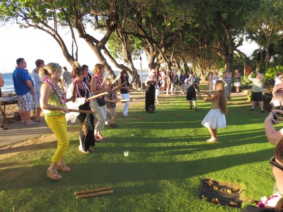253_luau_dancing_lesson