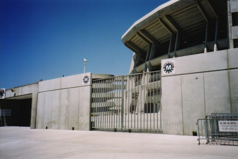 2_outside_qualcomm_stadium_07_17_00