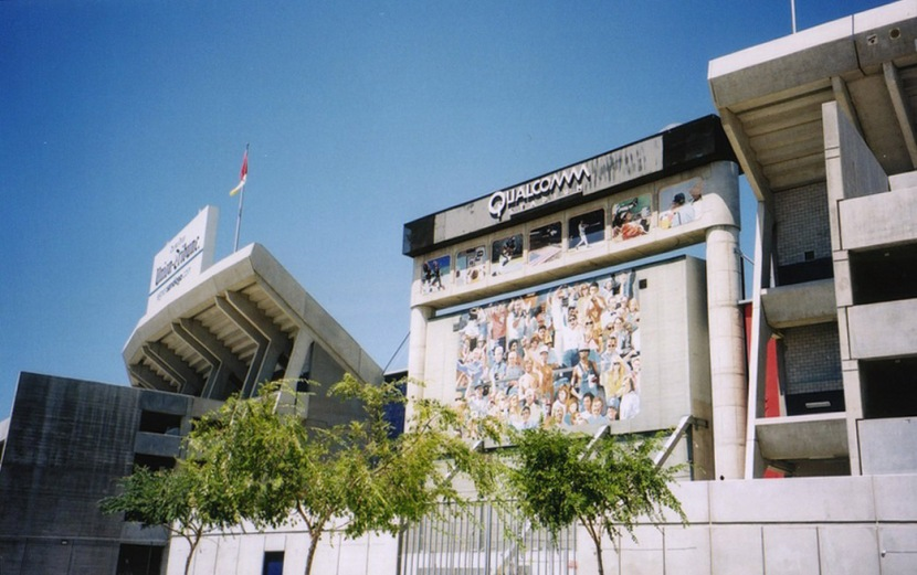 4_outside_qualcomm_stadium_07_17_00