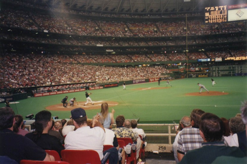 10_astrodome_action_shot_during_game