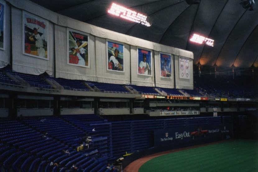 10_metrodome_outfield_seats