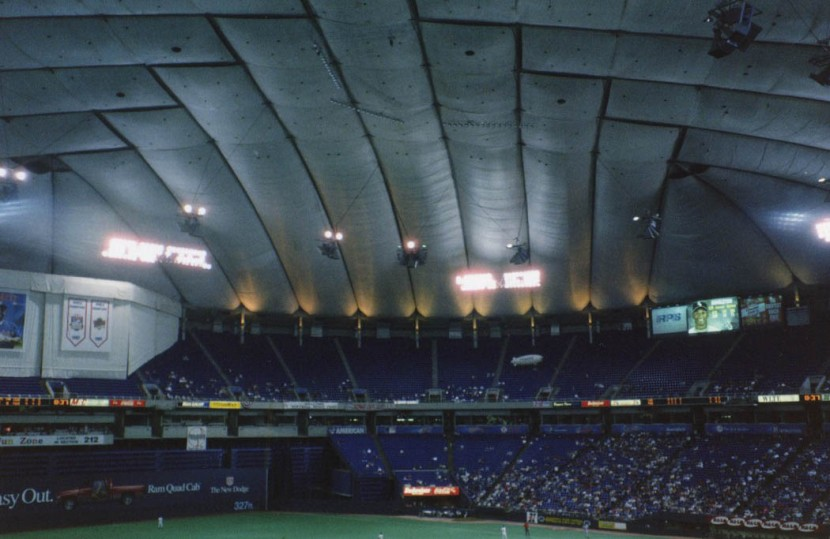 11_metrodome_field_and_roof