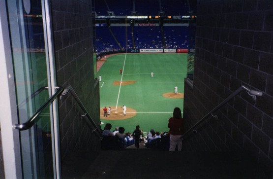 12_metrodome_tunnel_to_seats_during_game