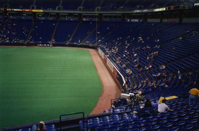 13_metrodome_view_from_center_field