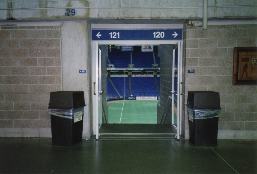14_metrodome_tunnel_to_seats_after_game