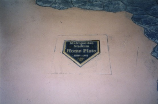 27_metropolitan_stadium_home_plate_at_the_mall_of_america