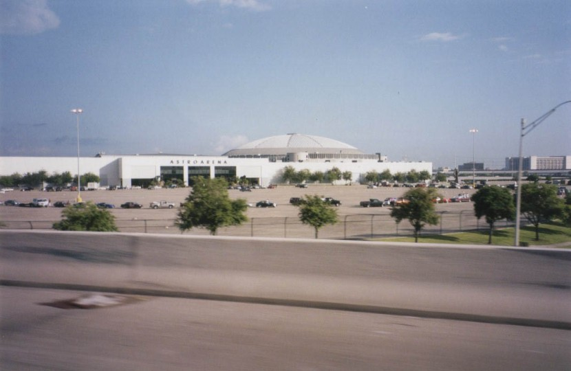 2_astrodome_from_afar