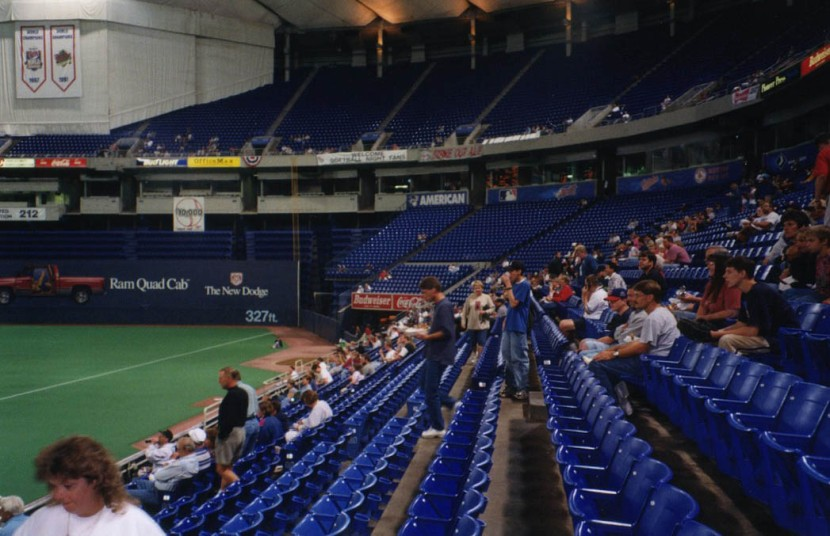 5_metrodome_first_base_side