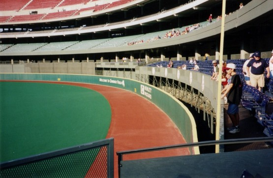 5_riverfront_stadium_right_field_corner